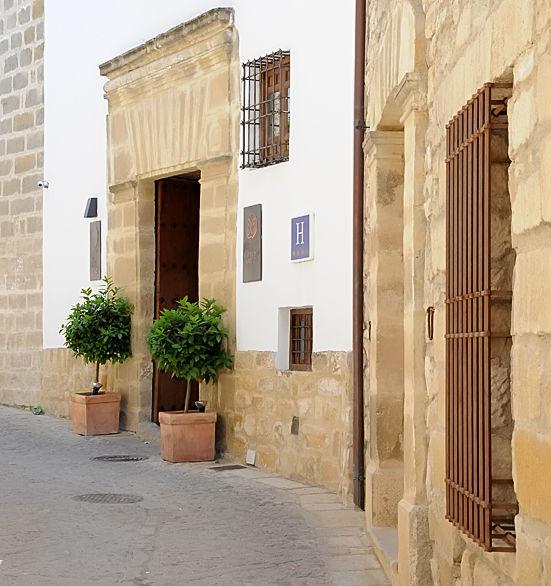 Puerta de la Luna Baeza straat buiten