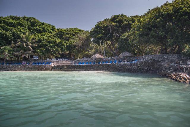 Rondreis Colombia Bolivar Islas Rosario met het strand van het eiland