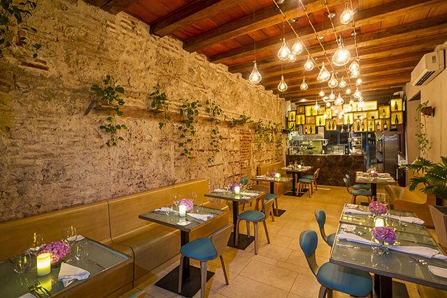 Rondreis Colombia Bolivar Cartagena Ananda boutique detail van het binnen restaurant