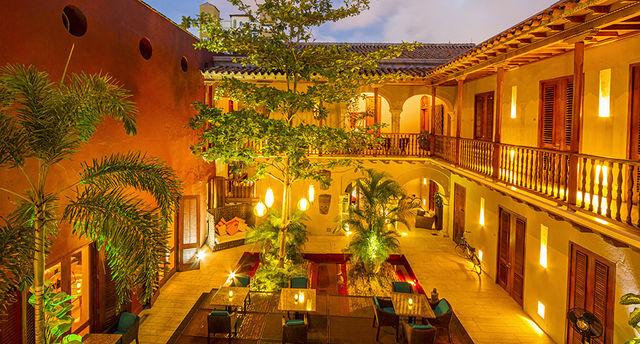 Rondreis Colombia Bolivar Cartagena Ananda boutique vanaf de eerste verdieping met de binnenplaats