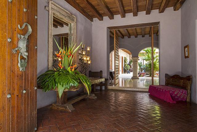 Rondreis Colombia Bolivar Cartagena Ananda boutique de entree van het hotel