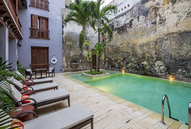 Rondreis Colombia Bolivar Cartagena Ananda boutique binnenplaats met zwembadje