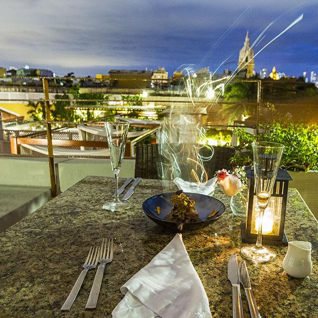 Rondreis Colombia Bolivar Cartagena Ananda boutique dineren op het dakterras