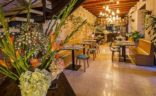 Rondreis Colombia Bolivar Cartagena Ananda boutique binnen restaurant