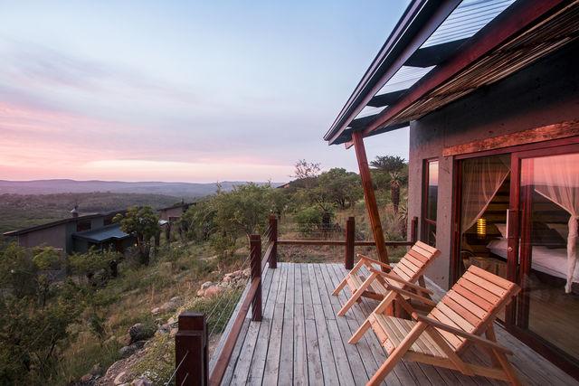Zuid-Afrika Rhino Ridge Safari Lodge Hluhluwe Game Reserve terras safari room