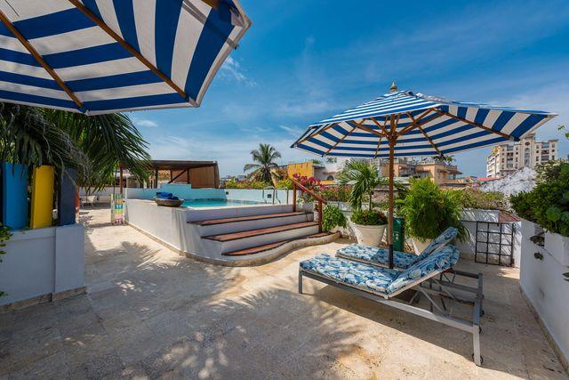 Rondreis Colombia hotel Bantu Cartagena dakterras met zwembadje