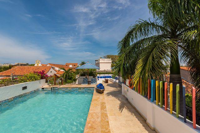Rondreis Colombia hotel Bantu Cartagena dakterras met zwembad