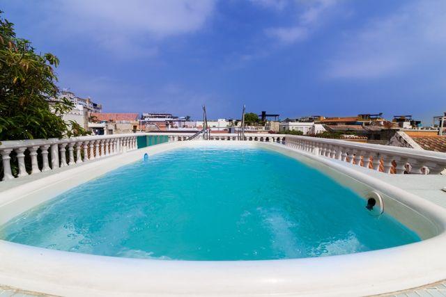 Rondreis Colombia Bolivar Cartagena 3 Banderas met een ruim zwembad op het dak