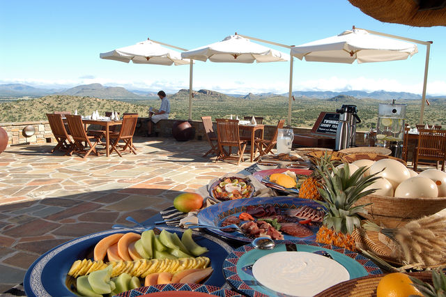 Rondreis Namibie Gocheganas Lodge and Spa buffet