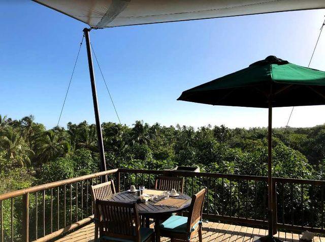 Rondreis Colombia Magdalena Palomino Beach Aite Eco lodge deck met uitzicht over de omgeving