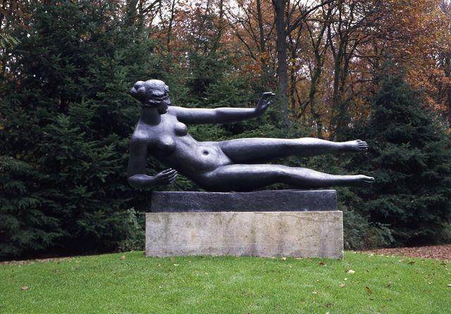 Beeldentuin Kröller-Muller Standbeeld Otterlo