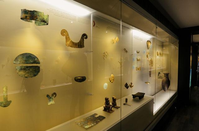 Rondreis Colombia Bogata Goudmuseum vitrinekast