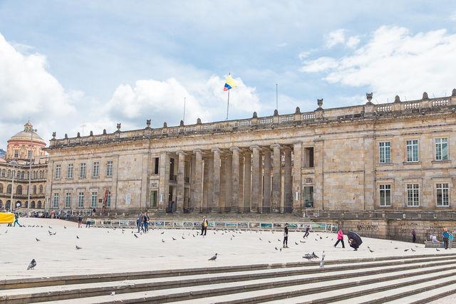 Rondreis Colombia Bogota Plaza Botero met duiven