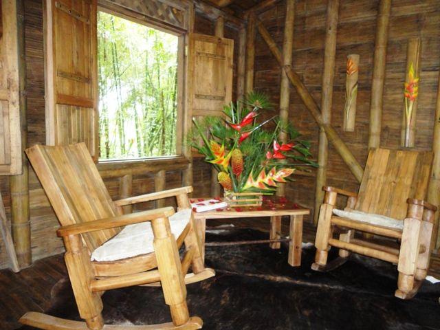 Rondreis Colombia Risaralda Filandia Bosques del Saman Alcala interieur van een cabana