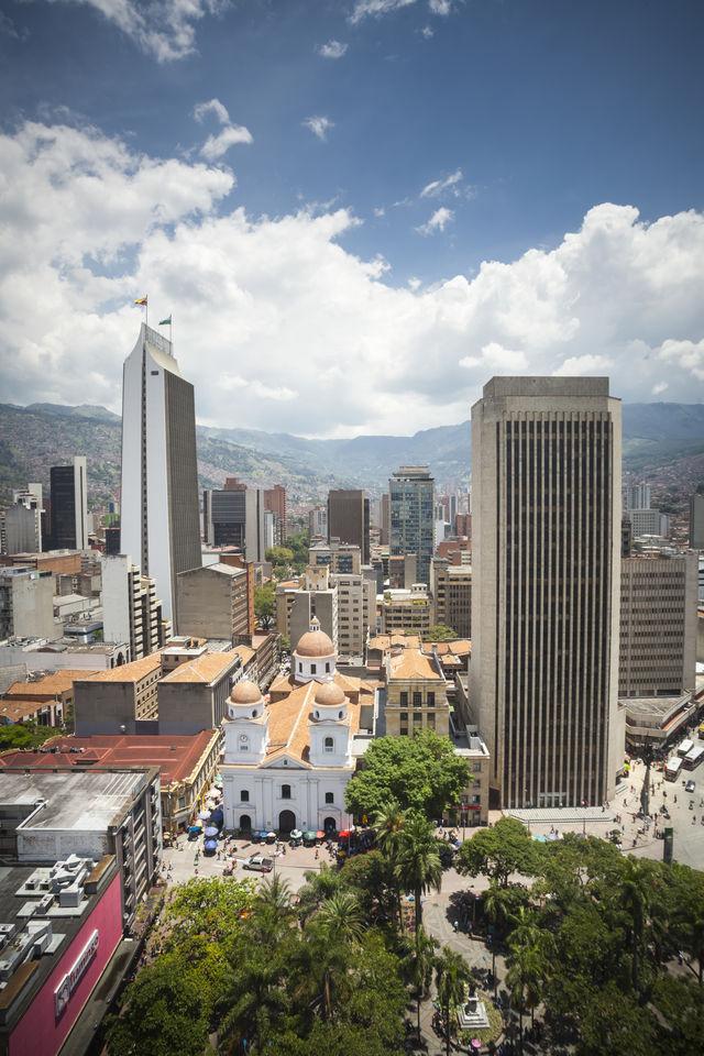 Rondreis Colombia Medellin Binnenstad oud en nieuw bij elkaar