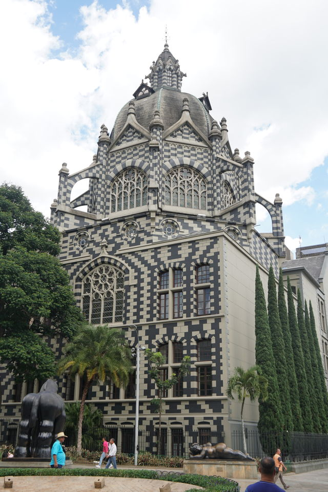 Rondreis Colombia Medellin met het Palacio de la Cultura Rafael Uribe