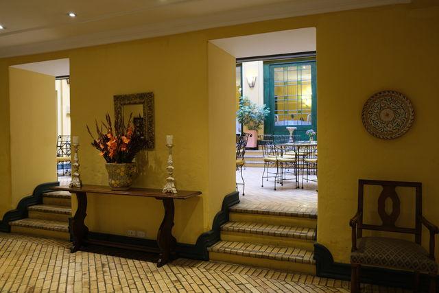 Rondreis Colombia Bogota hotel de la Opera doorkijkje naar ontbijtrestaurant