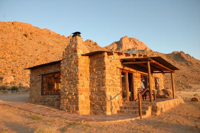 Rondreis Namibie chalet Klein Aus Eagle's Nest