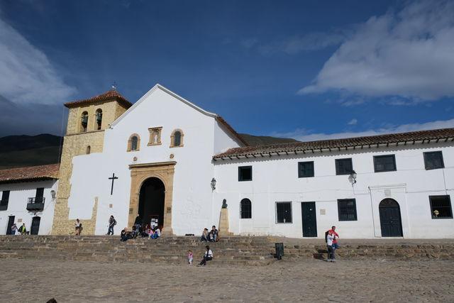 Rondreis Colombia Ricaurte Villa de Leyva de gevel van de kerk