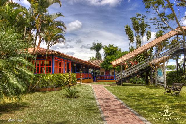 Rondreis Colombia Risaralda Filandia Bosques del Saman voorkant van het huis