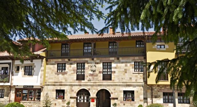 Apartamentos Capriccio Santillana del Mar gevel