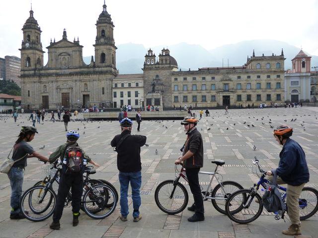 Rondreis Colombia Bogota fietstour Plaza Bolivar