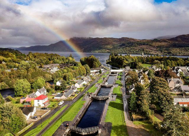 Fort Augustus uitzicht regenboog Schotland