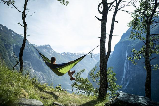 Hangmat bij Geirangerfjord Sunnmøre Noorwegen