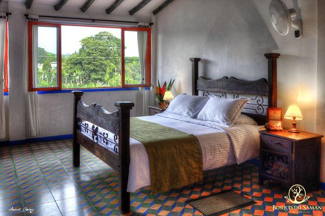 Rondreis Colombia Risaralda Filandia Bosques del Saman standaardkamer met 2-persoonsbed