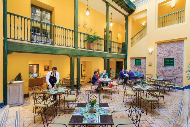 Rondreis Colombia Bogota Hotel de la Opera ontbijtruimte