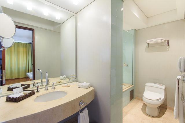 Rondreis Colombia Bogota Hotel de la Opera badkamer voorbeeld