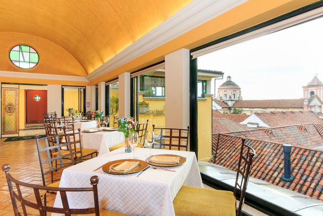 Rondreis Colombia Bogota hotel de la Opera Uitzicht vanuit het restaurant