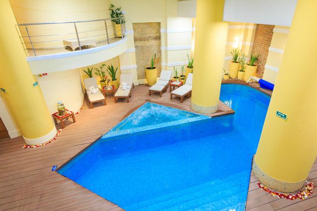 Rondreis Colombia Bogota Hotel de la Opera relaxruimte met zwembadje
