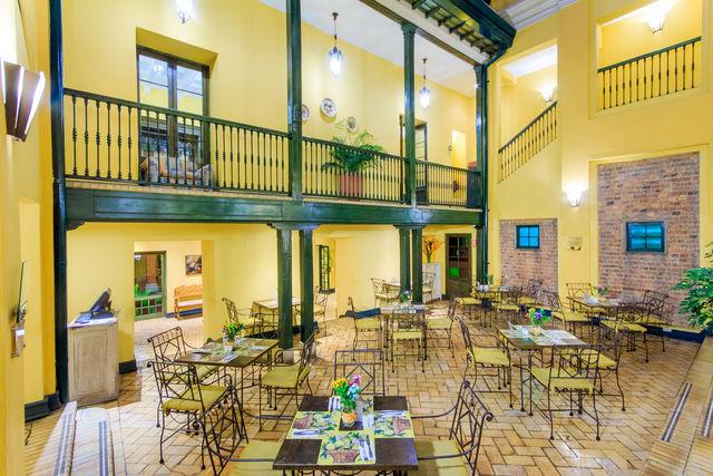 Rondreis Colombia Bogota Hotel de la Opera ontbijtruimte leeg
