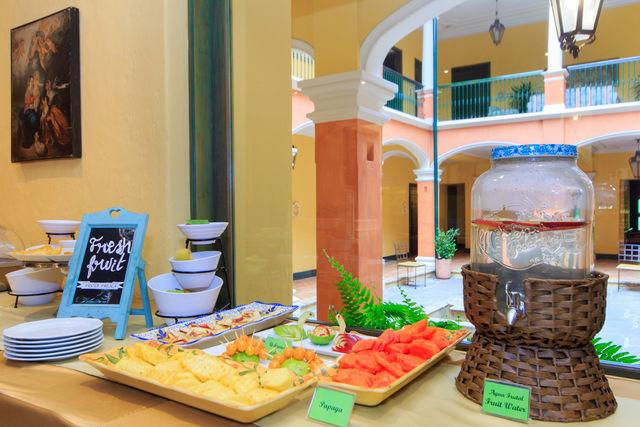 Rondreis Colombia Bogota hotel de la Opera ontbijten met vers fruit