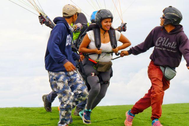 Rondreis Colombia Santander San Gil outdoor aanloopje voor paragliding