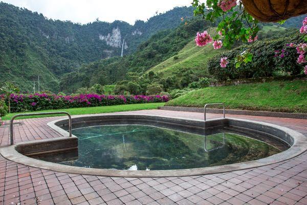 Rondreis Colombia Quindio Manizales Termales la Quinta het zwembad