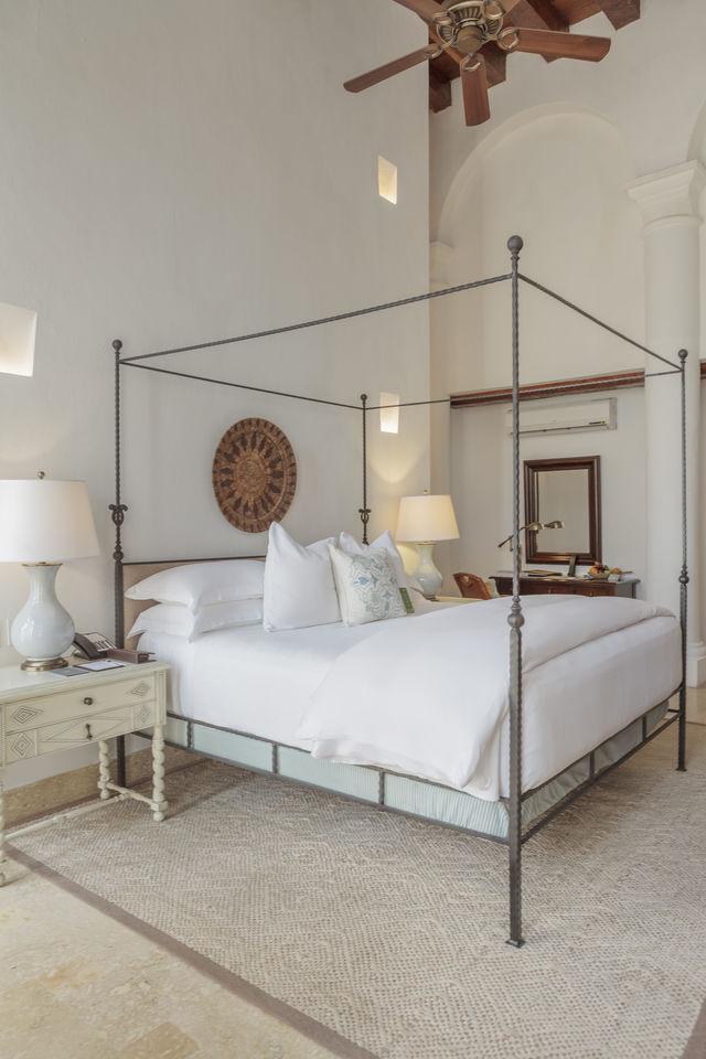 Rondreis Colombia Bolivar Cartagena Casa San Agustin kamer met een mooi hemelbed
