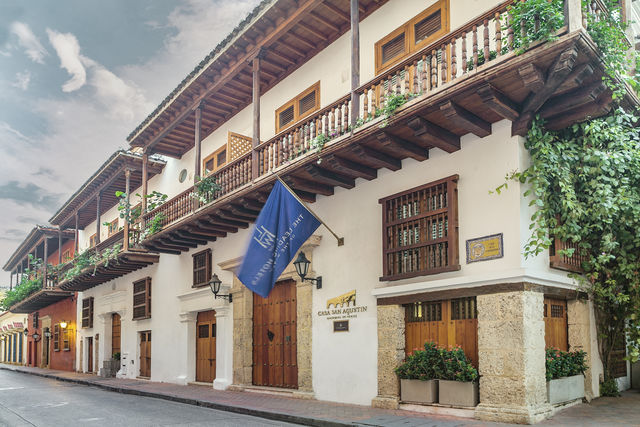 Rondreis Colombia Bolivar Cartagena Casa San Agustin de voorgevel van het hotel