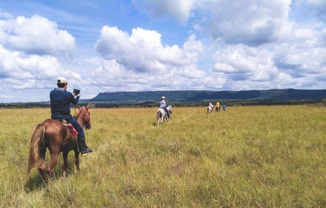 Rondreis Colombia Meta La Macarena La Manigua Lodge paardrijden