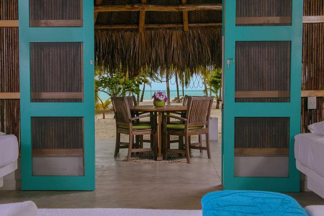 Rondreis Colombia Magdalena Palomino Beach Aite Eco Lodge uitzicht vanuit de slaapkamer van een cabana