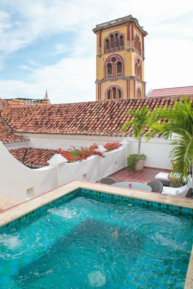 Rondreis Colombia Bolivar Cartagena Casa San Agustin met een klein zwembadje op het dak