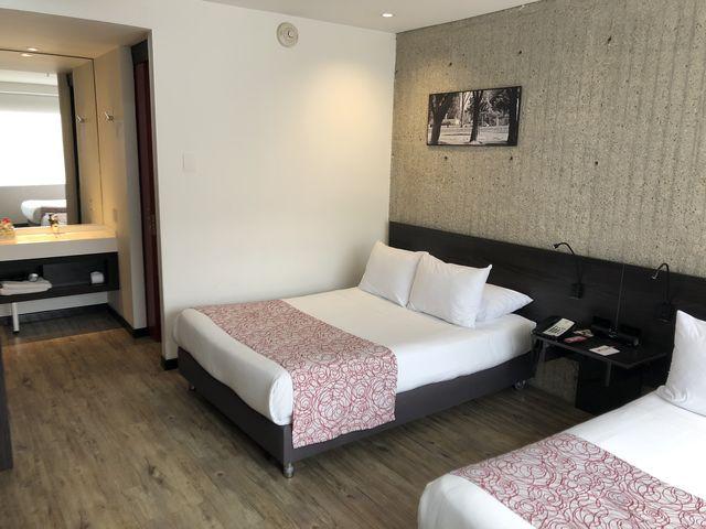 Rondreis Colombia Cundinamarca Bogota B3 Virrey slaapkamer met dubbel bed