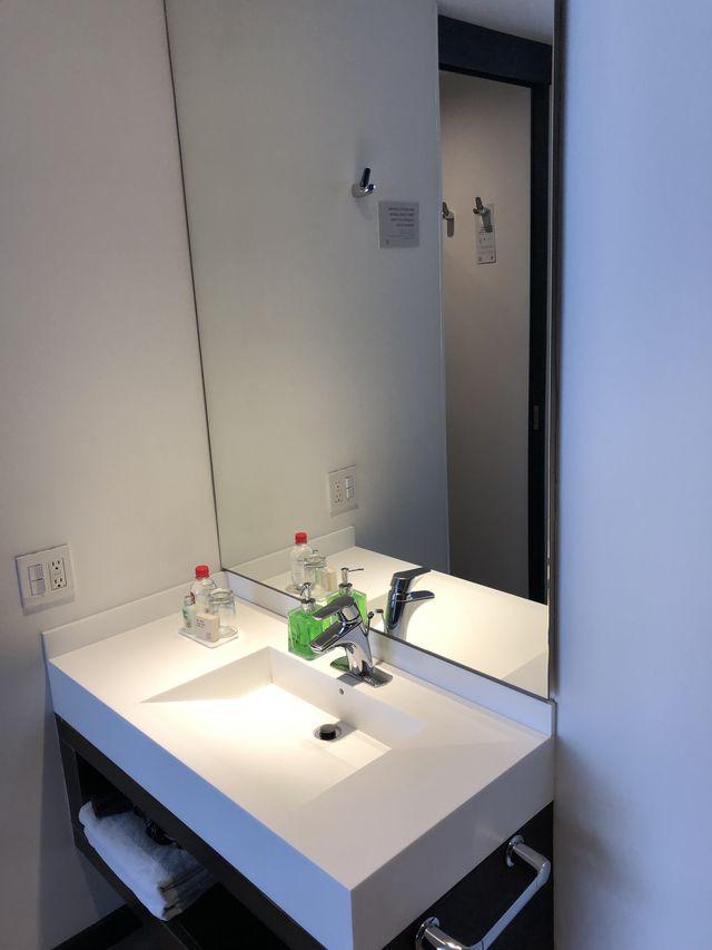 Rondreis Colombia Cundinamarca Bogota B3 Virrey detail van de kleine badkamers