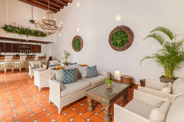 Rondreis Colombia Bolivar Cartagena Casa San Agustin de lobby met bar