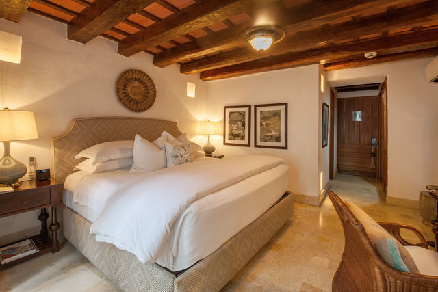 Rondreis Colombia Bolivar Cartagena Casa San Agustin slaapkamer met grand lit