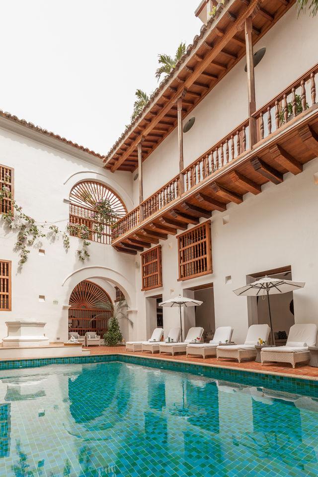 Rondreis Colombia Bolivar Cartagena Casa San Agustin overzicht met het zwembad