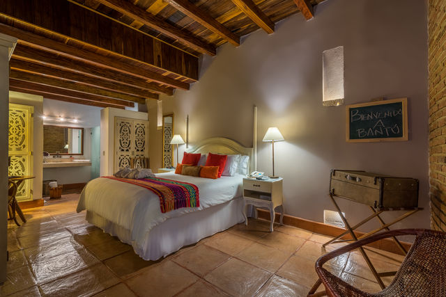 Rondreis Colombia hotel Bantu Cartagena junior suite met badkamer