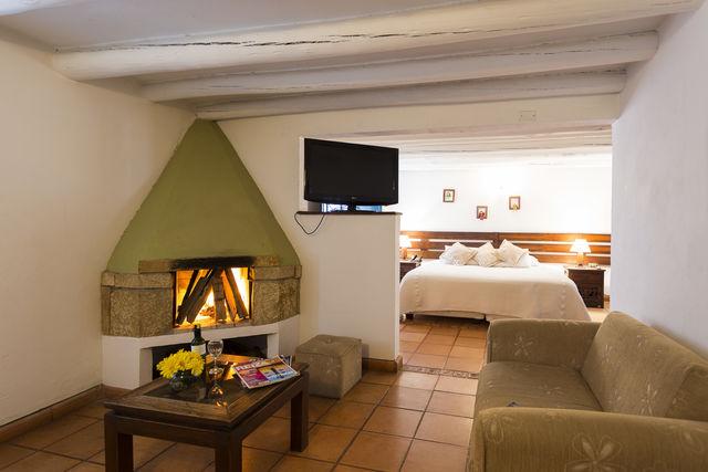Rondreis Colombia Ricaurte Villa de Leyva Getsemani junior suite met open haard