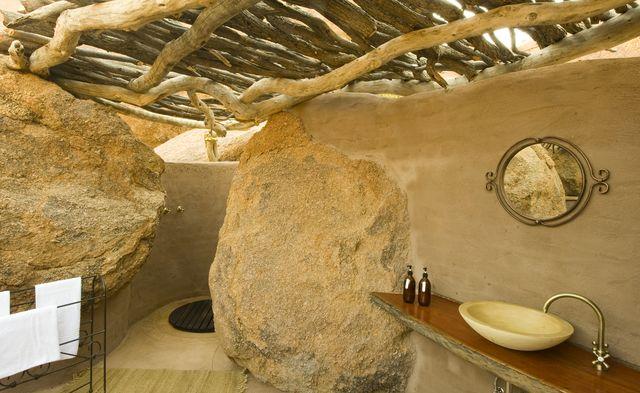 Rondreis Namibie Damaraland badkamer Camp Kipwe